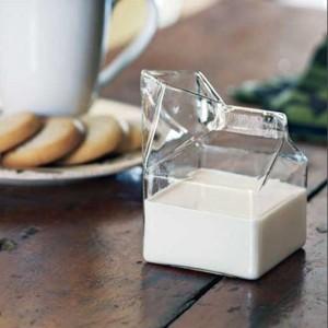verre en forme de brique de lait